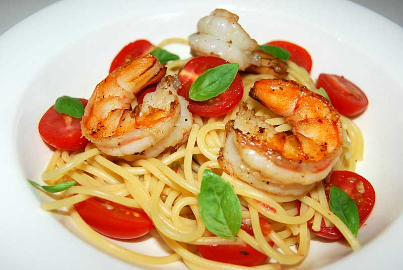 Pasta with Shrimp, Tomatoes and Basil